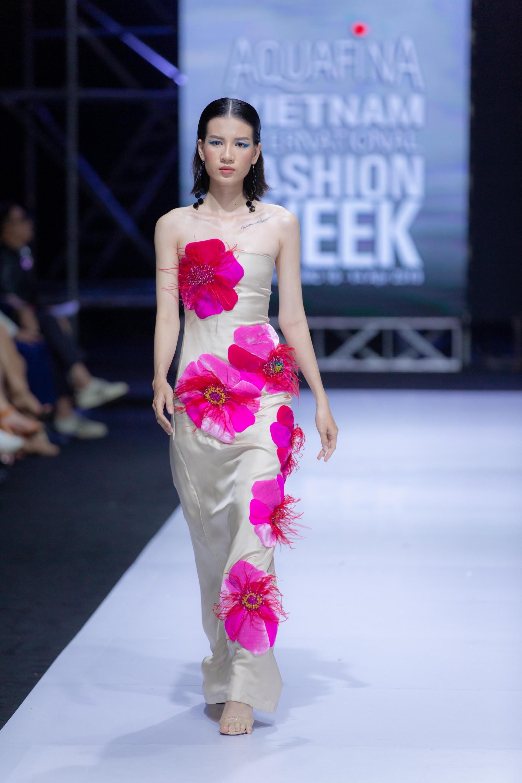 Những xu hướng thời trang nữ giới thống trị sàn diễn Tuần lễ thời trang Việt Nam 2019  - Ảnh 8.