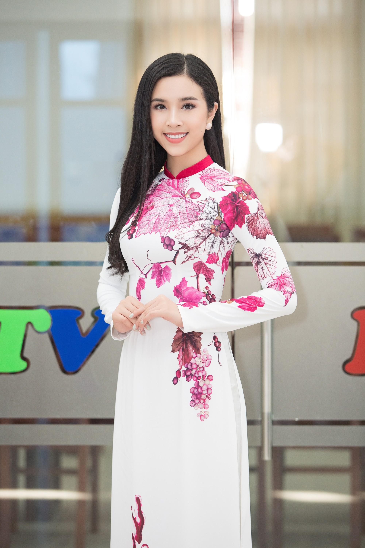 Top 3 Hoa hậu Việt Nam 2018 bắt tay đạo diễn Hoàng Nhật Nam trở thành nữ thần nho - Ảnh 5.