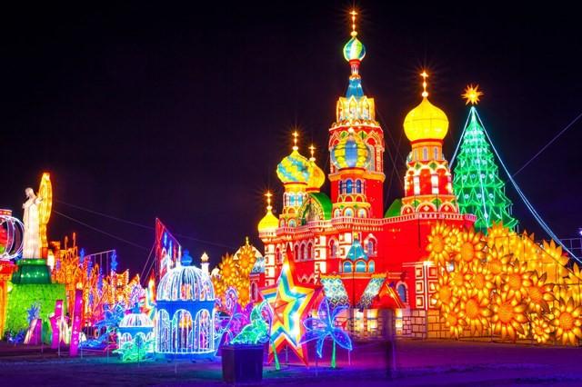 Quẩy tưng bừng tại lễ hội ánh sáng lớn nhất TP HCM - Ảnh 1.
