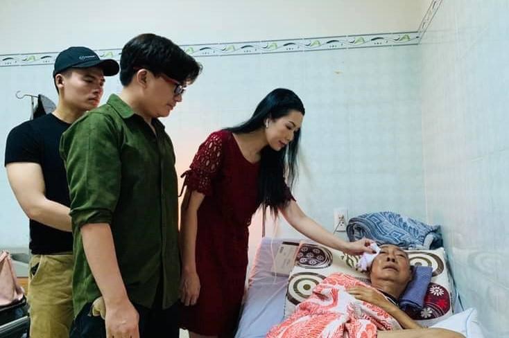 Rơi nước mắt tâm sự của nghệ sĩ Lê Bình: Nằm viện, tiền tỉ cũng thành mớ giấy lộn - Ảnh 2.