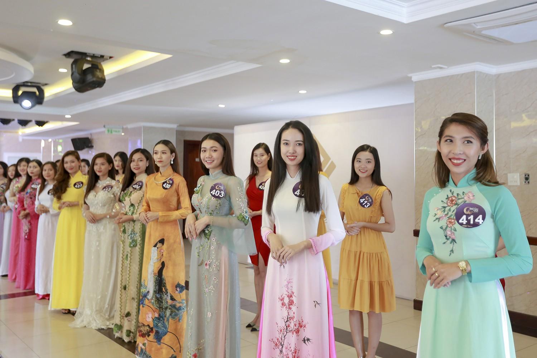 Mâu Thủy catwalk thị phạm cho thí sinh Hoa hậu bản sắc Việt toàn cầu 2019  - Ảnh 3.