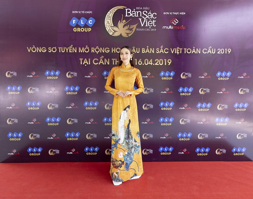 Mâu Thủy catwalk thị phạm cho thí sinh Hoa hậu bản sắc Việt toàn cầu 2019  - Ảnh 5.