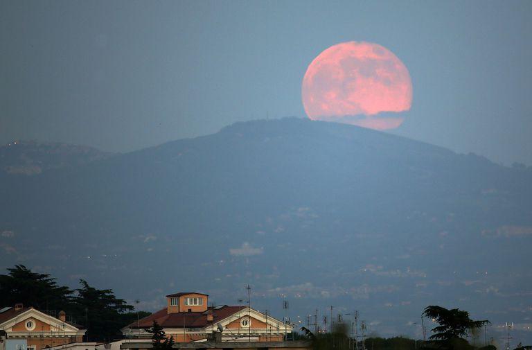 Giải mã hiện tượng mặt trăng hồng chỉ xuất hiện trong dịp lễ Phục sinh - Ảnh 2.
