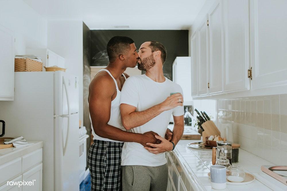 Những điều nên thử khi các cặp đôi LGBT về chung một nhà - Ảnh 3.