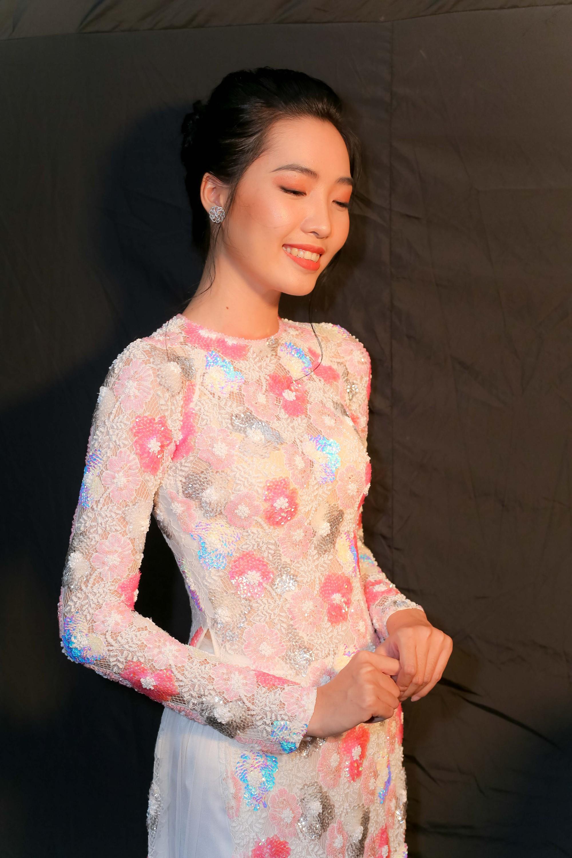 Những xu hướng trang điểm gây sốt tại Tuần lễ thời trang Việt Nam 2019  - Ảnh 5.
