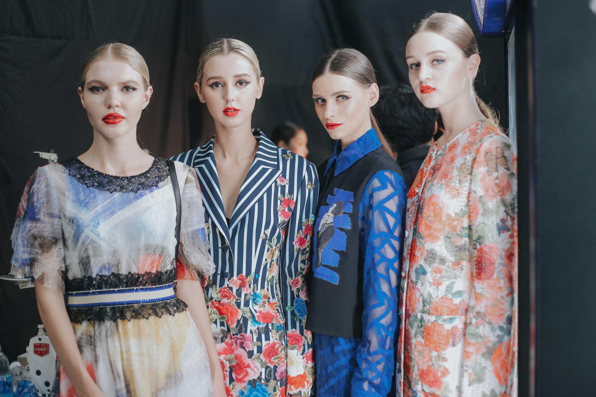 Những xu hướng trang điểm gây sốt tại Tuần lễ thời trang Việt Nam 2019  - Ảnh 2.