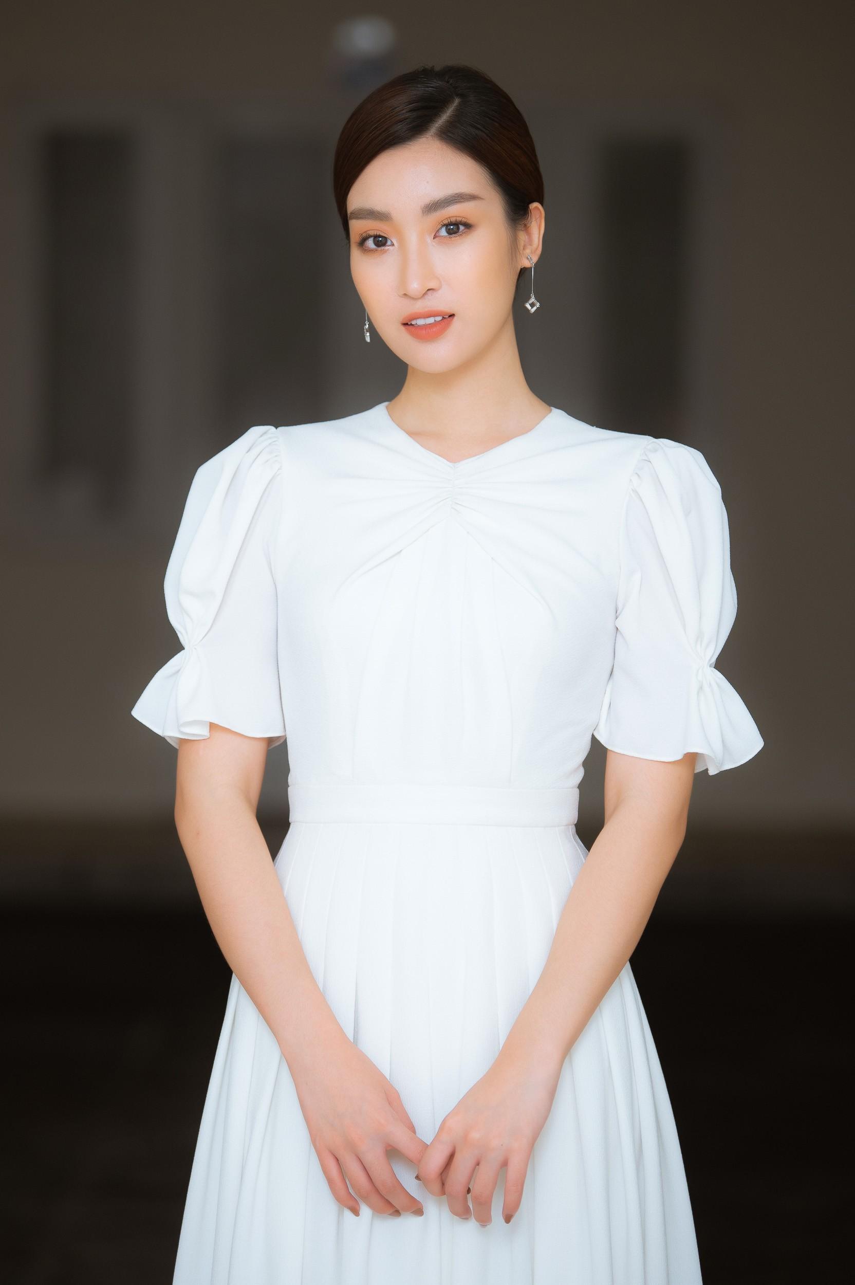 Đỗ Mỹ Linh làm giám khảo cuộc thi sắc đẹp dành cho người khuyết tật - Ảnh 1.