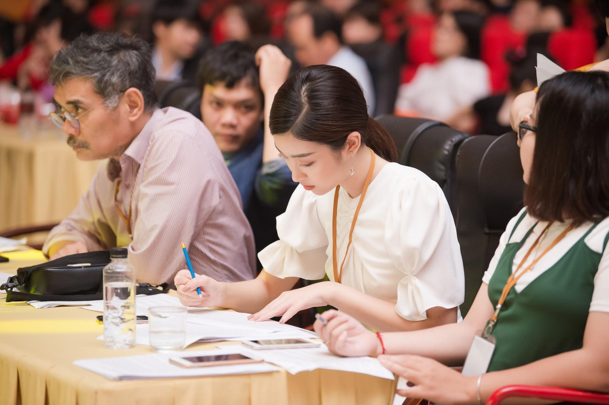 Đỗ Mỹ Linh làm giám khảo cuộc thi sắc đẹp dành cho người khuyết tật - Ảnh 2.