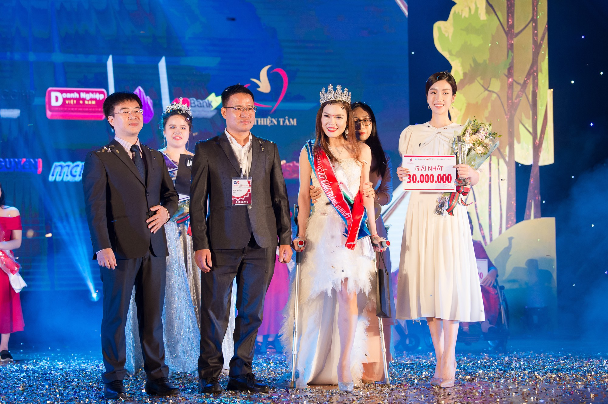 Đỗ Mỹ Linh làm giám khảo cuộc thi sắc đẹp dành cho người khuyết tật - Ảnh 4.