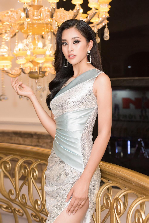 Phong cách thời trang của Tiểu Vy sau 1 năm đăng quang - Ảnh 5.