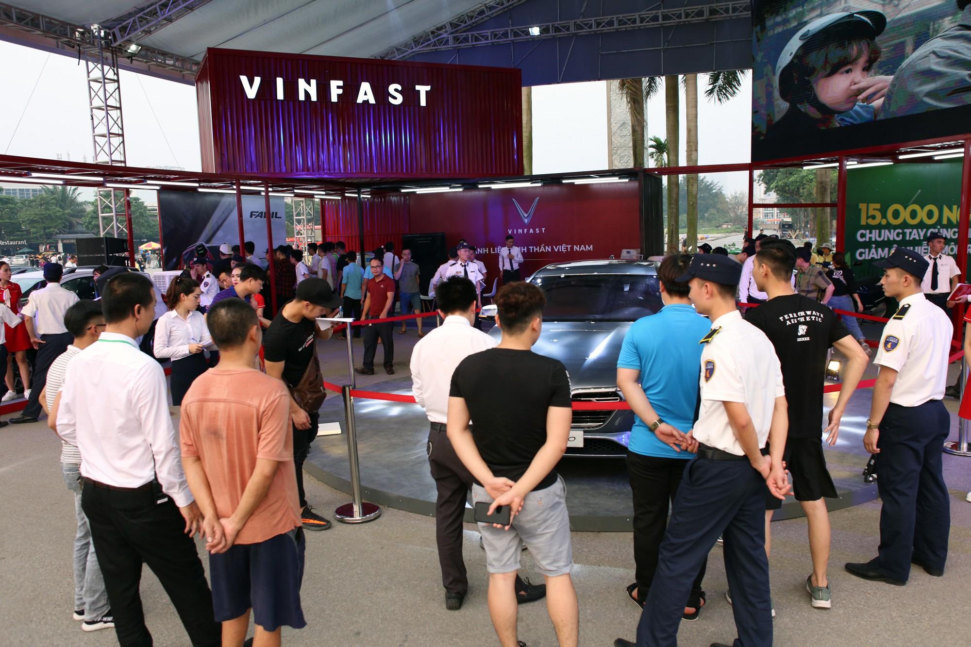 Tận mắt thấy ô tô Vinfast ở sân vận động Mỹ Đình - Ảnh 5.