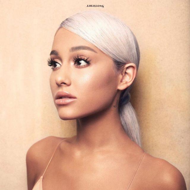 Cộng đồng LGBT thế giới hôm nay (20/04): Ariana Grande nhắc lại trấn thương cảm xúc sau vụ đánh bom 2 năm trước, Converse ra mắt bộ sưu tập giày cho người LGBT - Ảnh 1.