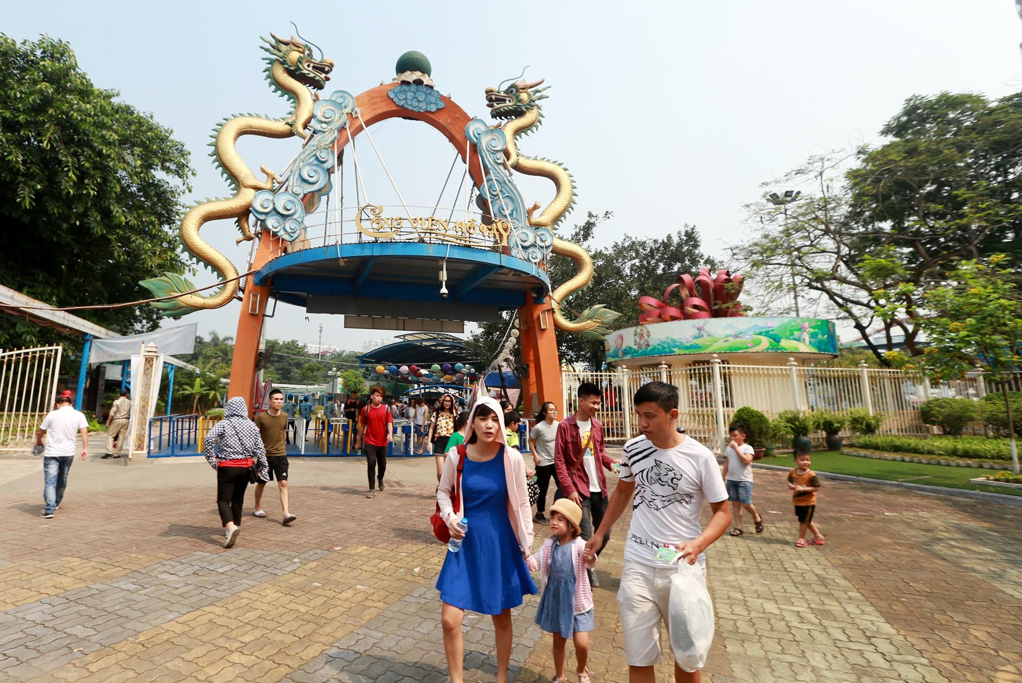 Hà Nội: Gần 1 vạn người đổ về công viên Hồ Tây ngày cuối tuần - Ảnh 3.