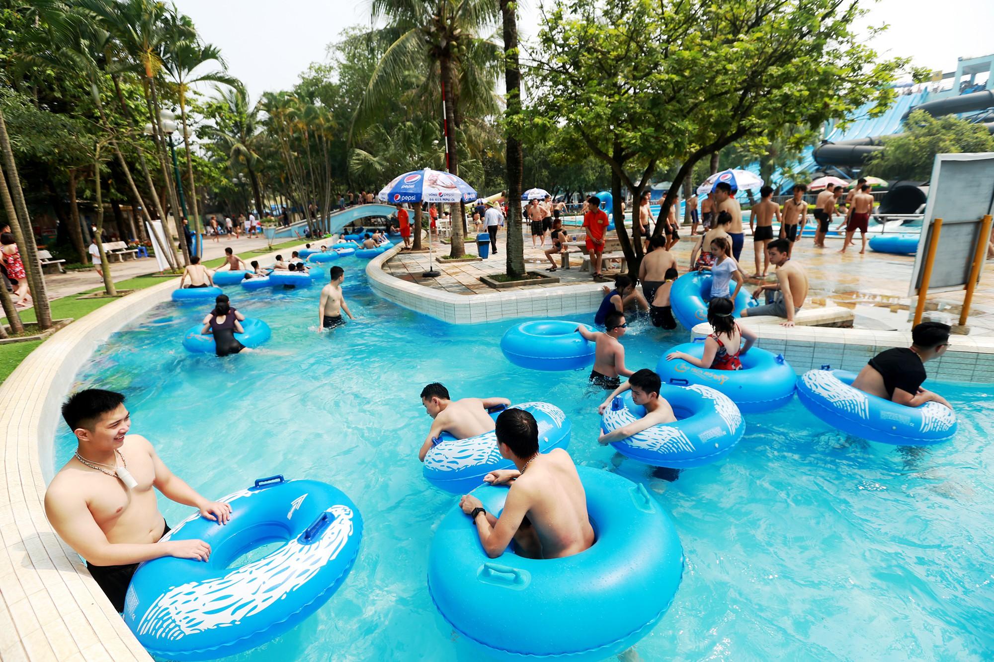 Hà Nội: Gần 1 vạn người đổ về công viên Hồ Tây ngày cuối tuần - Ảnh 6.
