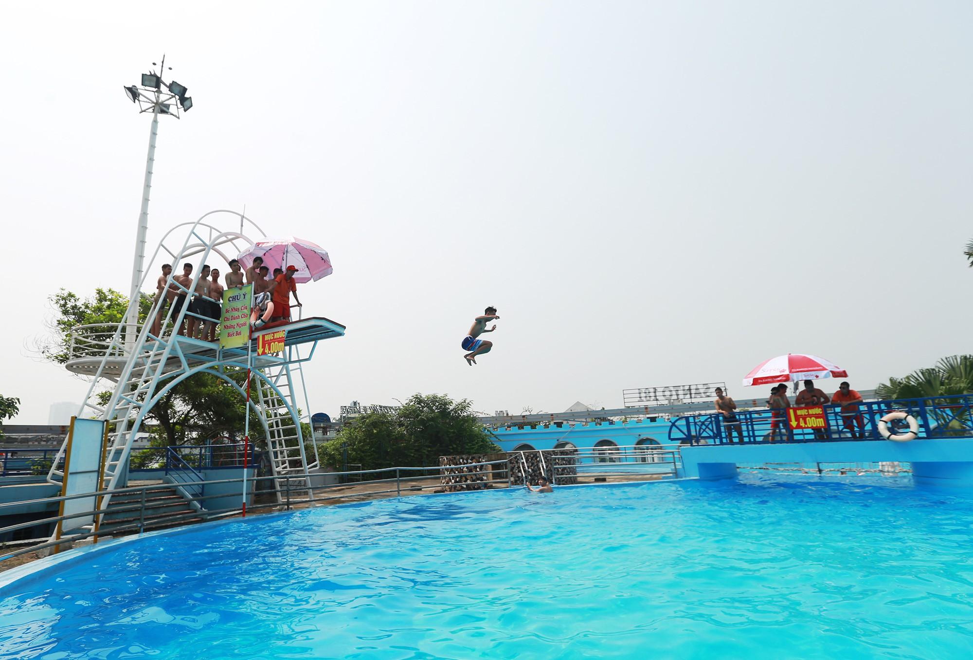 Hà Nội: Gần 1 vạn người đổ về công viên Hồ Tây ngày cuối tuần - Ảnh 8.