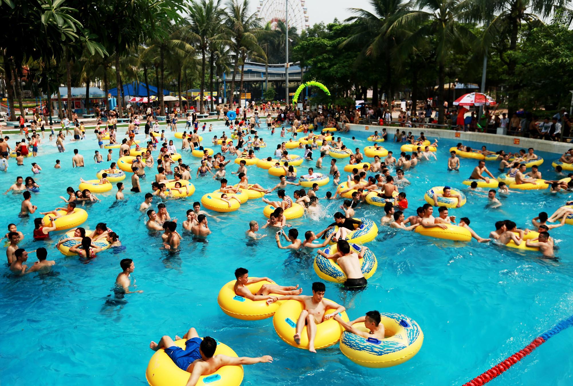 Hà Nội: Gần 1 vạn người đổ về công viên Hồ Tây ngày cuối tuần - Ảnh 9.