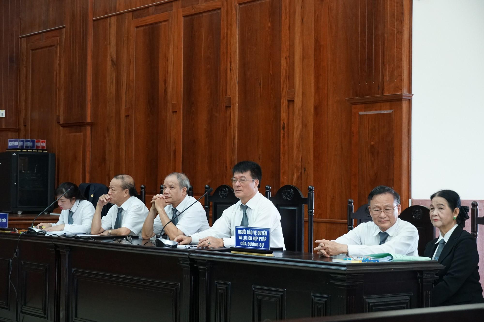 Hàng loạt luật sư vắng mặt, tòa hoãn xử phúc thẩm Vũ nhôm trong đại án ngân hàng Đông Á - Ảnh 3.