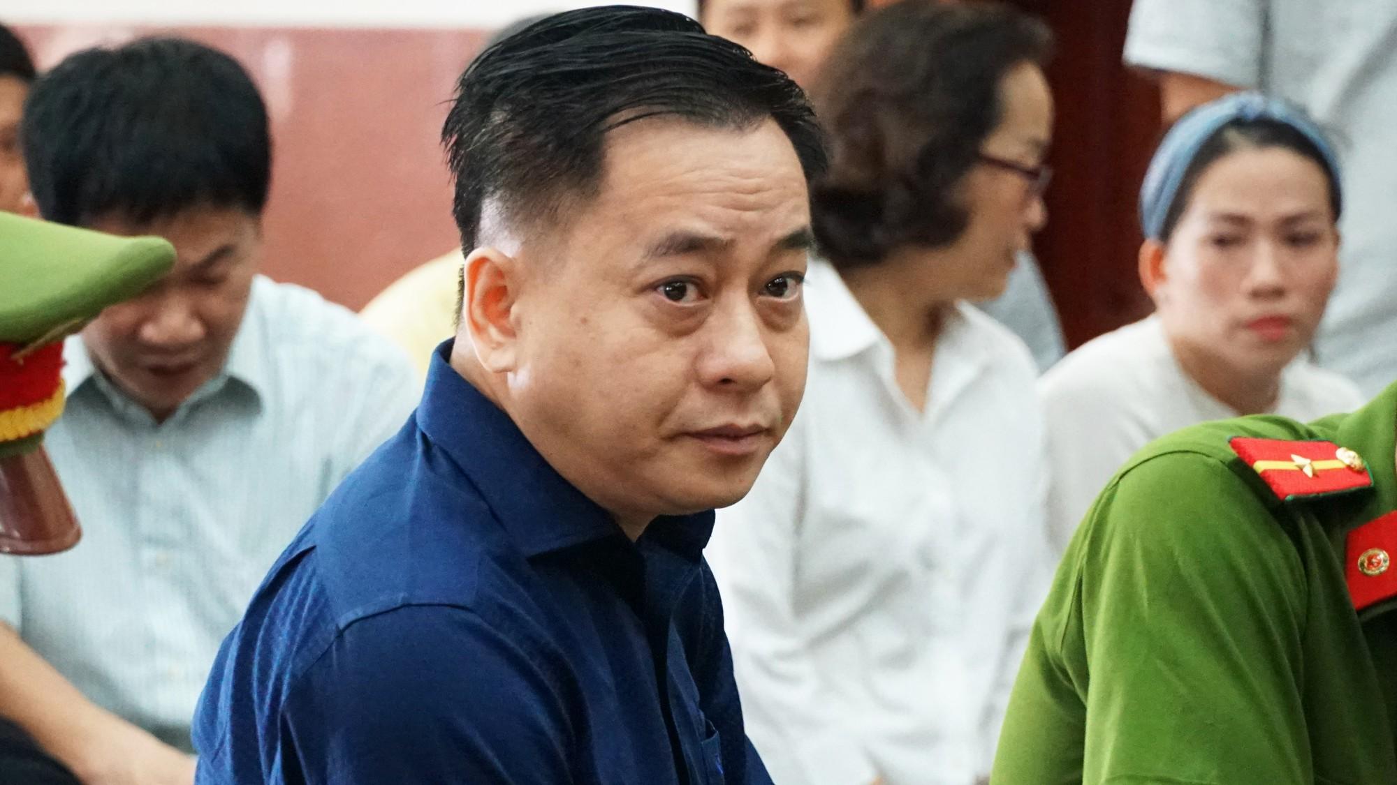 Hàng loạt luật sư vắng mặt, tòa hoãn xử phúc thẩm Vũ nhôm trong đại án ngân hàng Đông Á - Ảnh 1.