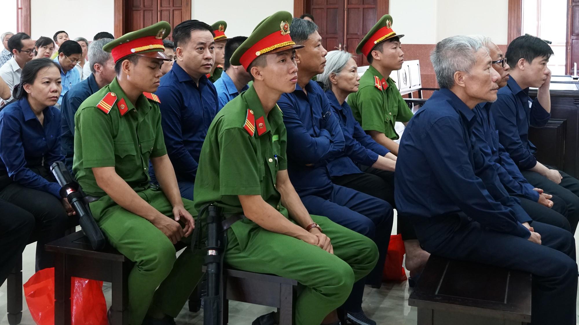 Hàng loạt luật sư vắng mặt, tòa hoãn xử phúc thẩm Vũ nhôm trong đại án ngân hàng Đông Á - Ảnh 4.