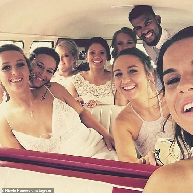 Đám cưới đồng tính ngọt ngào sau 4 năm yêu của cặp nữ vận động viên nổi tiếng - Ảnh 2.