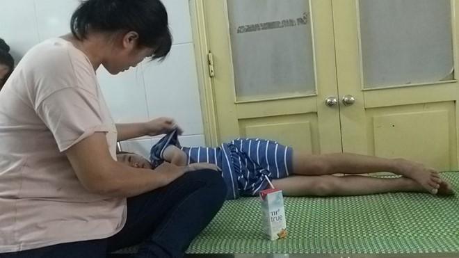 Điều tra nghi án học sinh lớp 2 ở Nghệ An bị xâm hại tình dục - Ảnh 1.