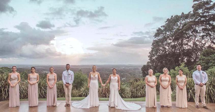 Đám cưới đồng tính ngọt ngào sau 4 năm yêu của cặp nữ vận động viên nổi tiếng - Ảnh 7.