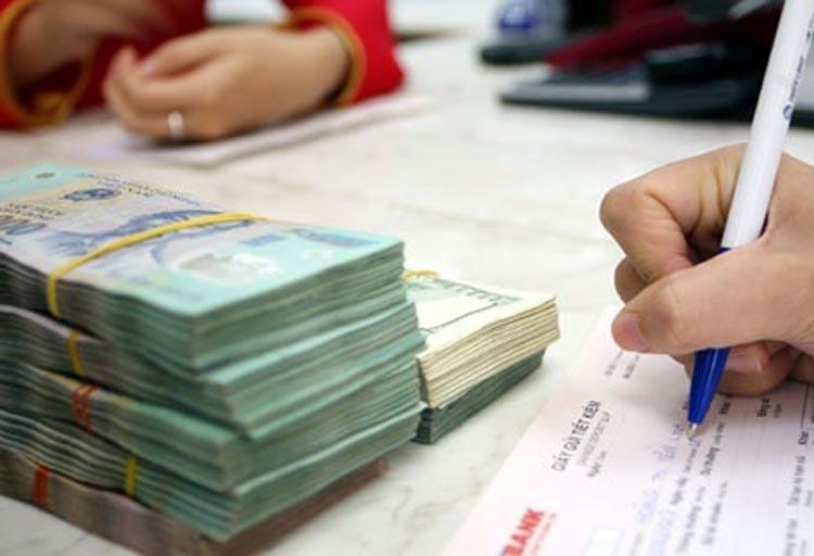 Dư nợ bị ảnh hưởng Covid-19 khoảng 2 triệu tỉ đồng, Thống đốc yêu cầu phải hỗ trợ khách hàng cá nhân gặp khó vì dịch - Ảnh 1.
