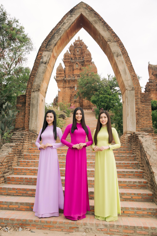 Top 3 Hoa hậu Việt Nam 2018 khám phá nắng gió Ninh Thuận - Ảnh 1.