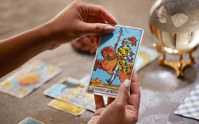 Tử vi hôm nay (26/4) qua lá bài Tarot: Dự cảm và lo lắng