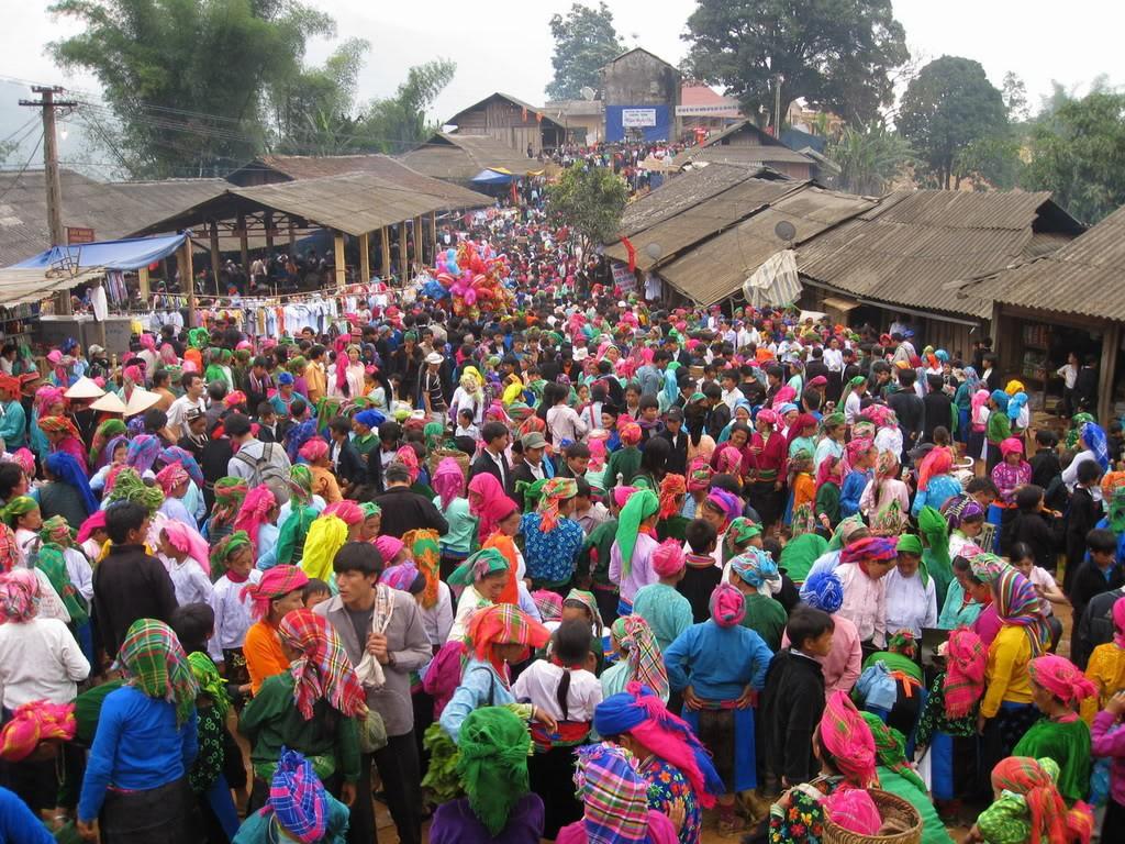 Nghỉ lễ 30/4 - 1/5 về Mèo Vạc tham dự chợ tình Khâu Vai tròn 100 năm tuổi - Ảnh 1.