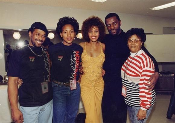 Mối tình đồng tính của Whitney Houston lần đầu tiên được tiết lộ khiến nhiều người bất ngờ - Ảnh 3.