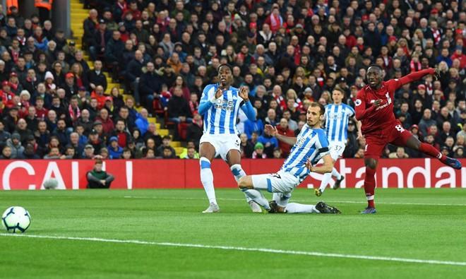 Liverpool trở lại ngôi đầu sau trận thắng 5 sao - Ảnh 1.