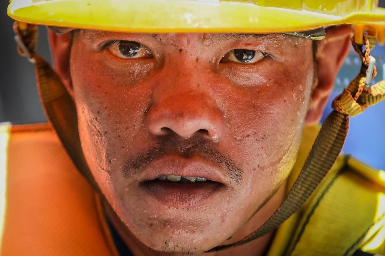 Công nhân metro Sài Gòn phơi mình thi công dưới nắng nóng - Ảnh 6.