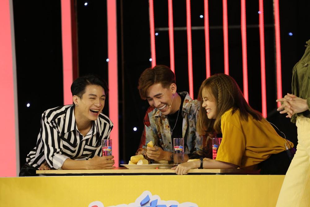 Minh Dự thả thính công khai trai đẹp trên sóng truyền hình - Ảnh 2.