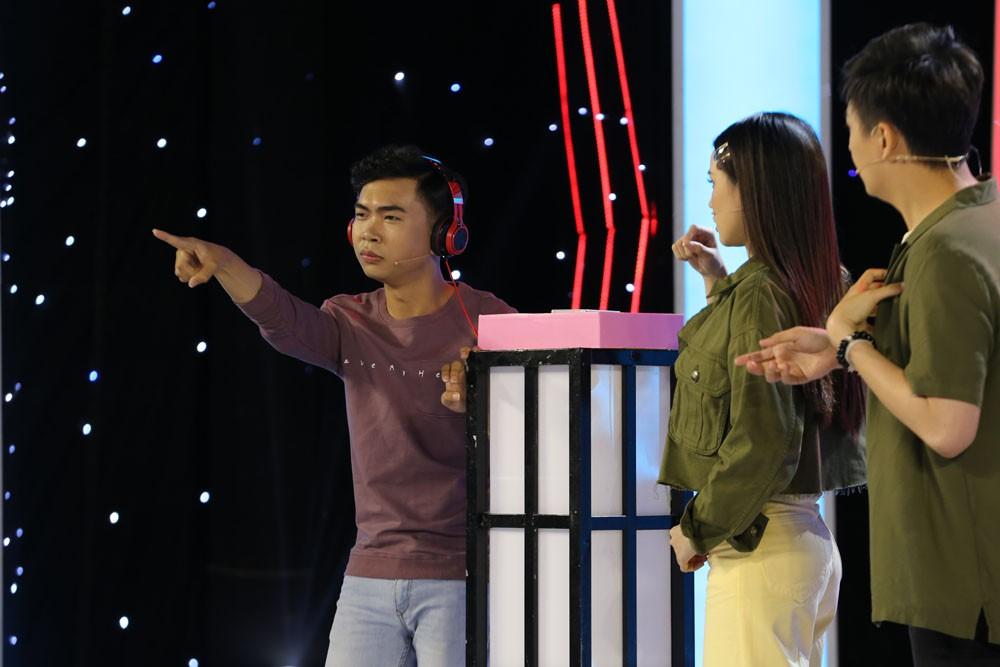 Minh Dự thả thính công khai trai đẹp trên sóng truyền hình - Ảnh 6.