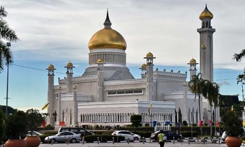 Người đồng tính Brunei đào tẩu vì sợ bị ném đá đến chết - Ảnh 1.