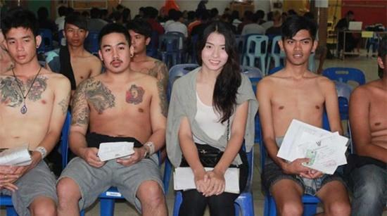 Khám nghĩa vụ quân sự ở Thái Lan và những rắc rối với người chuyển giới - Ảnh 3.