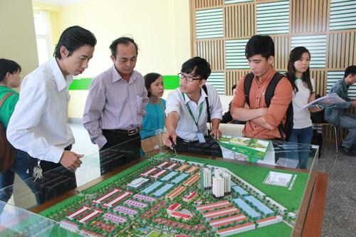 Thu ngân sách từ đất 2 tháng đầu năm giảm đến 76%, Hiệp hội bất động sản TP HCM kiến nghị giữ nguyên hệ số điều chỉnh giá đất - Ảnh 1.