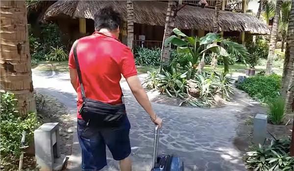 Nhìn lại toàn cảnh vụ lùm xùm giữa YouTuber Khoa Pug và Aroma Resort  - Ảnh 2.