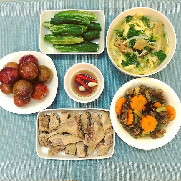 Tối nay ăn gì: Mâm cơm gia đình hoàn hảo cho bữa tối đầu tuần chỉ với một con vịt - Ảnh 1.