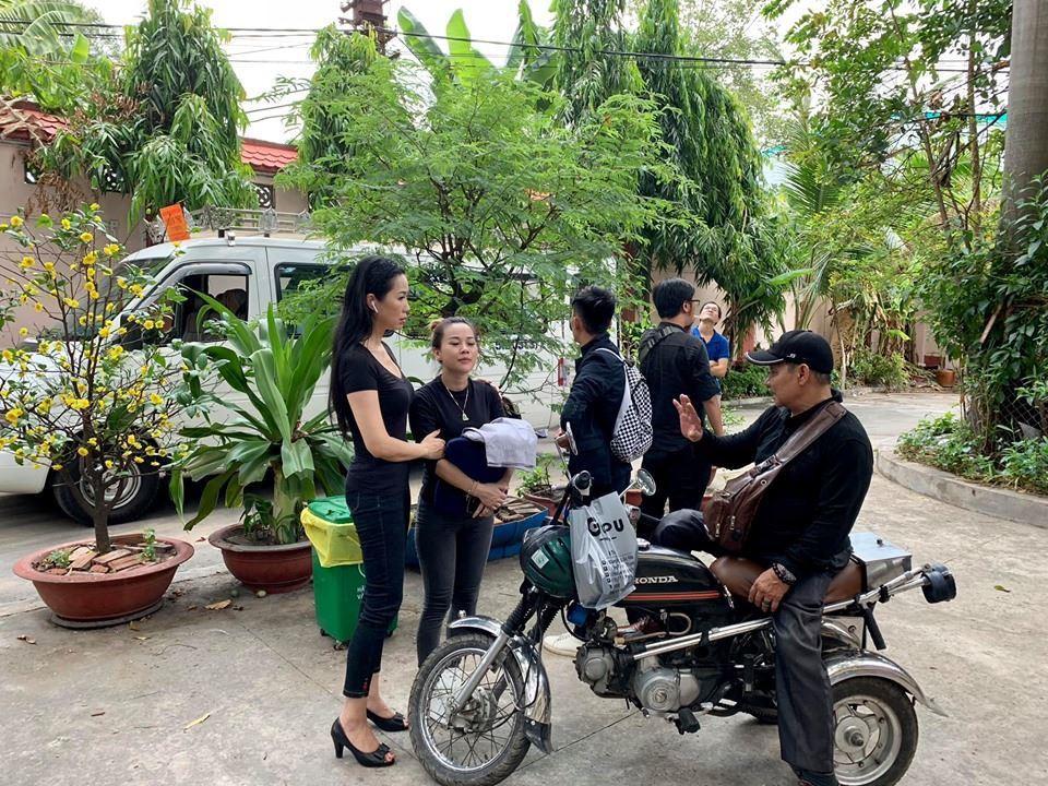 Nghệ sĩ Việt đau buồn khi tới viếng nghệ sĩ Lê Bình - Ảnh 2.