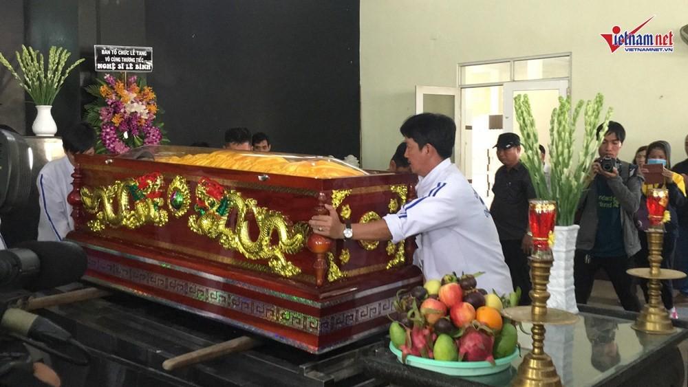 Nghệ sĩ Việt đau buồn khi tới viếng nghệ sĩ Lê Bình - Ảnh 3.
