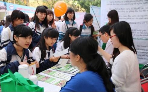 Các trường ĐH thu hút thí sinh bằng nhiều phương thức xét tuyển mới - Ảnh 1.