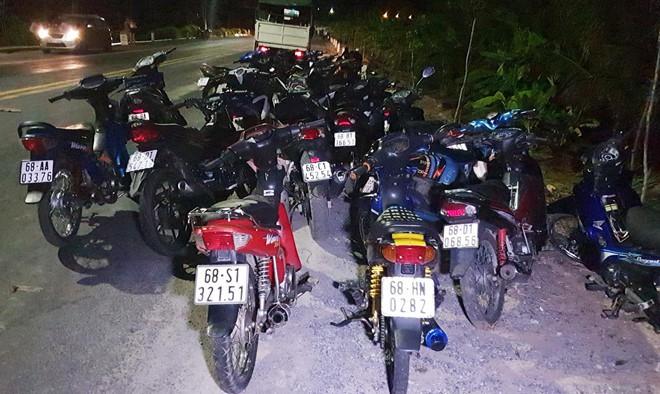 Hơn 100 thanh niên đua xe trên đường Xuyên Á - Ảnh 2.