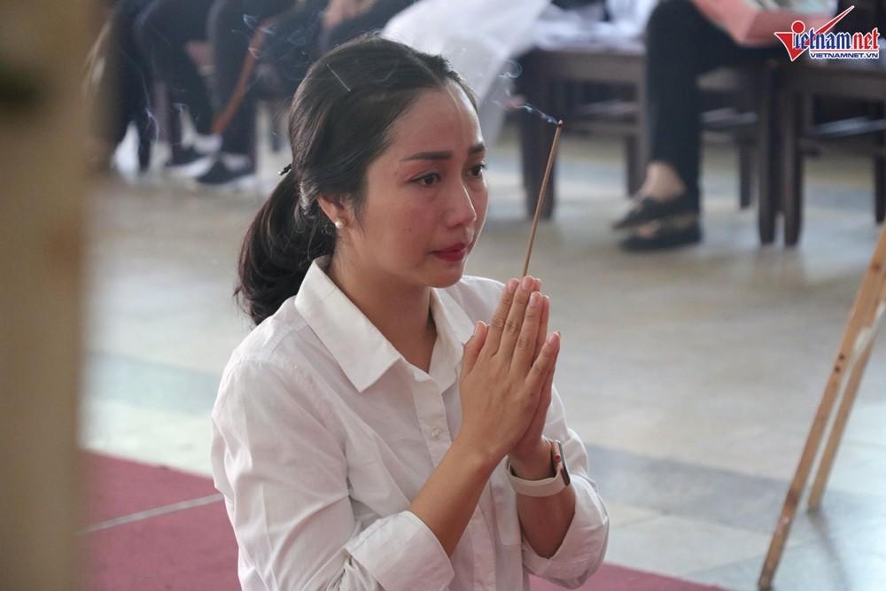 Sức khỏe Mai Phương bất ổn, mặt bị sưng phù không thể đến viếng Lê Bình - Ảnh 3.