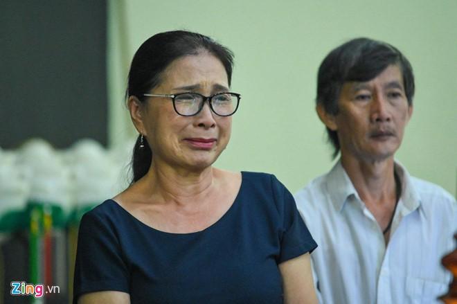Ngô Thanh Vân, Đại Nghĩa bật khóc khi đến viếng nghệ sĩ Lê Bình - Ảnh 3.