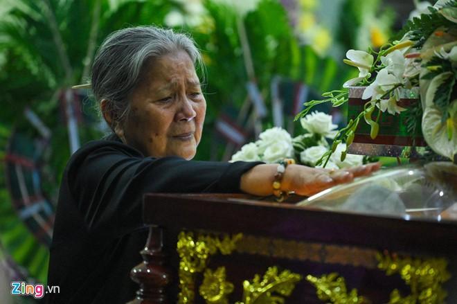 Ngô Thanh Vân, Đại Nghĩa bật khóc khi đến viếng nghệ sĩ Lê Bình - Ảnh 5.