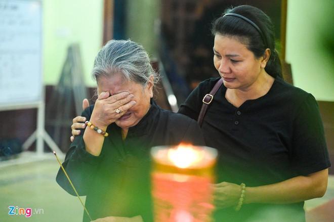 Ngô Thanh Vân, Đại Nghĩa bật khóc khi đến viếng nghệ sĩ Lê Bình - Ảnh 6.