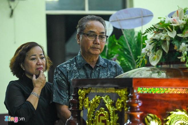 Ngô Thanh Vân, Đại Nghĩa bật khóc khi đến viếng nghệ sĩ Lê Bình - Ảnh 7.