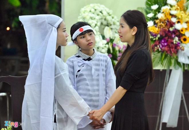Ngô Thanh Vân, Đại Nghĩa bật khóc khi đến viếng nghệ sĩ Lê Bình - Ảnh 8.